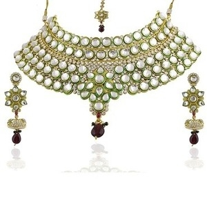 Kriaa Non Plated White Alloy Necklace Set For Women